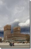 Mørke skyer over Oslo rådhus